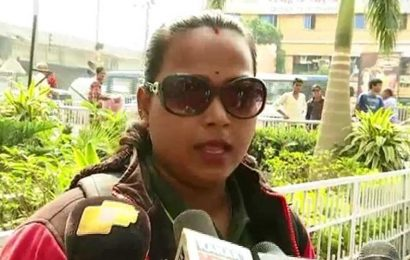 Woman biker refuses to pay fine for not wearing helmet, video of spat with cops goes viral