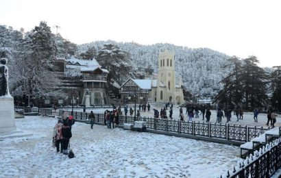 300 tourists from Maharashtra, Rajasthan stranded in snow-bound Himachal rescued