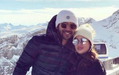 Varun Dhawan, girlfriend Natasha Dalal ring in the New Year with a lot of snow and love. See pics