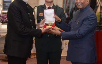 राष्ट्रपति रामनाथ कोविंद ने Amitabh Bachchan को दादा साहब फाल्के अवॉर्ड से किया सम्मानित