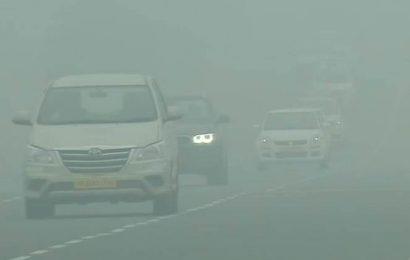 Thick fog engulfs Delhi, air quality severe