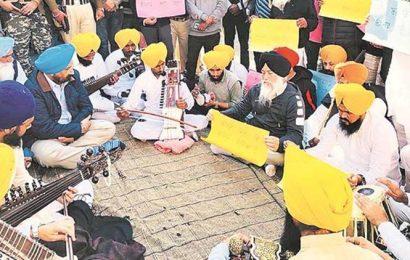 Anti-sacrilege protesters sing Gurbani outside Punjab minister's home