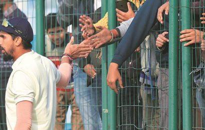Yearend sale: Dozen wickets for 89 runs