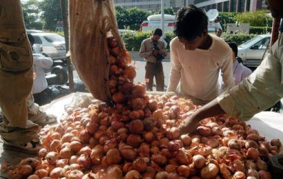 Retail onion prices touch Rs 140 per kg-mark in some cities