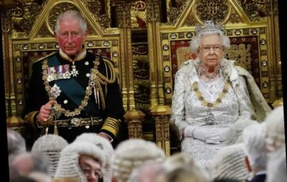 Prince Charles & the Queen had an 'emergency meeting' about Prince Andrew