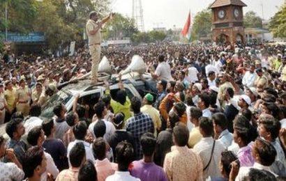 Protesters burn effigy of Somashekhar Reddy