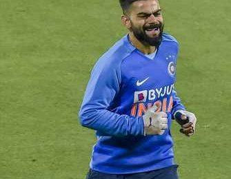 Kohli hit on finger during practice