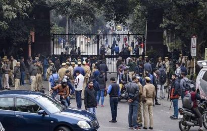 Security guards failed to act during violence, allege residents of JNU hostel