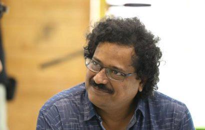 Entha Manchi director backs Amaravati farmers