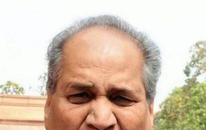 Bajaj Auto Q3 net up 15%, Rahul Bajaj to don non-executive role