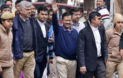After 6-hour wait, Kejriwal files nomination from New Delhi