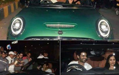 Kartik Aaryan ने मम्मी को बर्थडे पर गिफ्ट की लग्ज़री कार, देखें वायरल तस्वीर