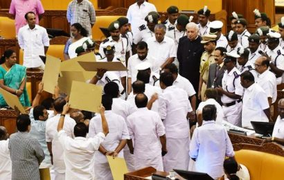 Watch | Opposition UDF tries to block Kerala Governor on opening day of Assembly