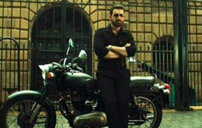 Mumbai Saga से सामने आए John Abraham के दमदार गैंग्स्टर लुक्स, फैंस में मची खलबली