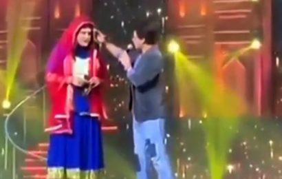 Umang 2020: Shah Rukh Khan woos Krushna Abhishek on stage, sings 'tujh me mard dikhta hai'. Watch
