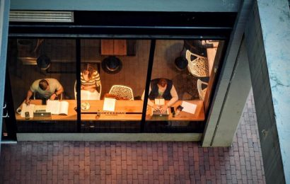 Love working late? Here's why you shouldn't spend long hours in office