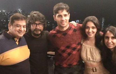 Inside Sidharth Malhotra's birthday bash: Actor parties with Kiara Advani, Karan Johar, Aditya Roy Kapur. See pics, video