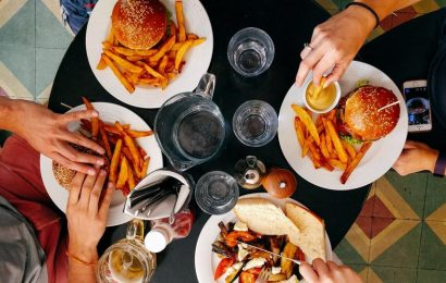 Our biological clock and dopamine levels are linked with snacking and overeating