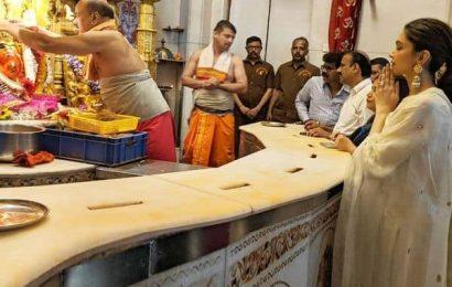 'Chhapaak' की सफलता के लिए मुंबई के श्री सिद्धिविनायक मंदिर पहुंची Deepika Padukone, हाथ जोड़कर लिया बप्पा का आशीर्वाद
