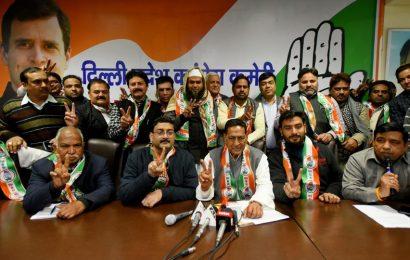 Congress, AAP battle for same vote base in Delhi polls
