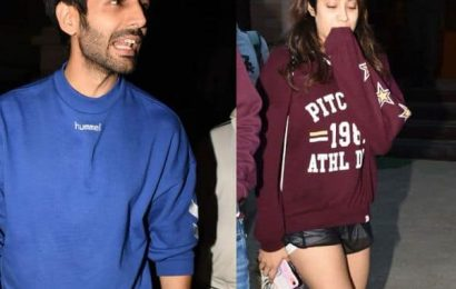 It's Awkward! These quirky pics of Kartik Aaryan and Janhvi Kapoor will start your Sunday on a fun-filled note | Bollywood Life
