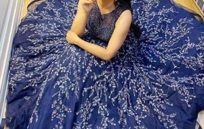 ब्लू गाउन में दिखा भोजपुरी एक्ट्रेस Monalisa का ग्लैमरस अंदाज, देखें ये खूबसूरत तस्वीरें