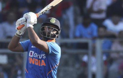 India vs Australia 1st ODI: Why is KL Rahul keeping gloves instead of RishabhPant?