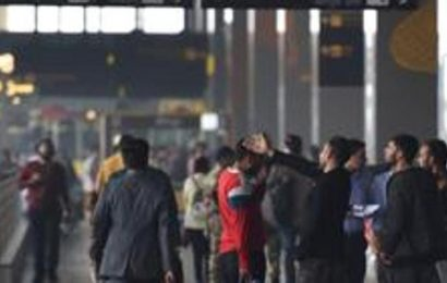 US begins airport screenings as SARS-linked virus kills 2 in China