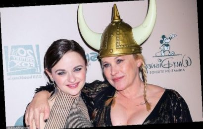 Patricia Arquette Accidentally Bruises Joey King's Head With Her Golden Globe