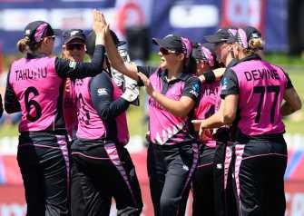 New Zealand survive Bangladesh scare to set up Aus showdown