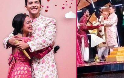Indian Idol 11 के सेट पर ही शादी करेंगे Neha Kakkar और Aditya Narayan, सेट से Leak हुआ ये वीडियो