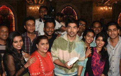 Gurmeet Chaudhary ने फैंस के साथ मनाया अपना 33वां जन्मदिन, देखें पार्टी की Inside Photos