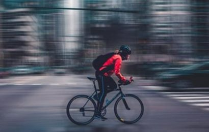 Cycling, not walking, to work might make you live longer. Here's how