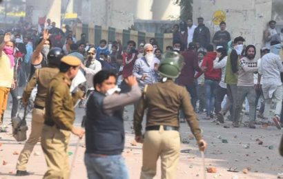 Clashes erupt between pro and anti-CAA groups in northeast Delhi's Maujpur