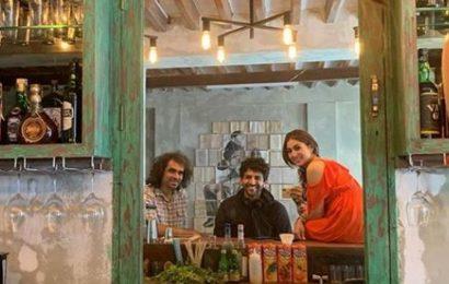 Sara Ali Khan shares selfie of 'terrific trio', Imtiaz Ali and Kartik Aaryan