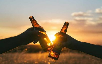 Alcohol advertisements make teenagers vulnerable to alcoholism. Here's why
