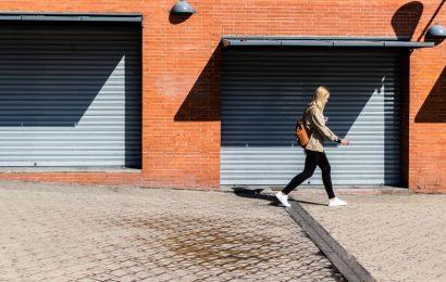 Texting while walking more dangerous than talking on phone