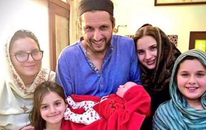 'Winning name gets a prize': Shahid Afridi asks fans to name new-born daughter