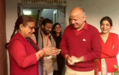 Delhi election result 2020: As vote counting begins, politicians across party lines seek divine intervention