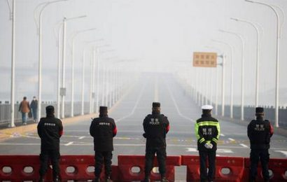 'Please take my daughter': Mother of girl with cancer pleads at Jiujiang virus blockade