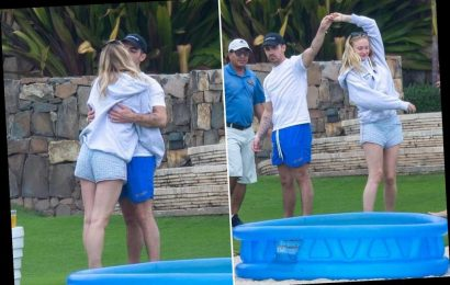 Pregnant Sophie Turner babymoons with Joe Jonas in Mexico