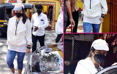 Naagin 4 और कसौटी… की टीआरपी गिरते ही शनि मंदिर पहुंची Ekta Kapoor, मास्क लगाकर की पूजा