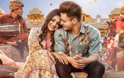Asim Riaz and Himanshi Khurana look madly in love in the poster of Kalla Sohna Nai
