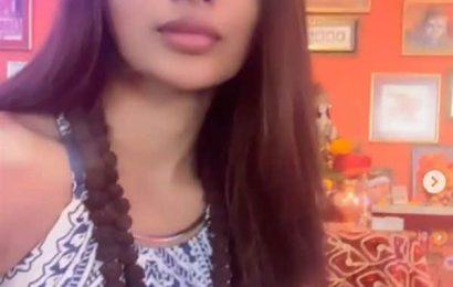Chaitra Navratri 2020: मौनी रॉय ने घर के अंदर ही लगाए शेरावाली के जयकारे, कहा 'जान है तो जहान है…'