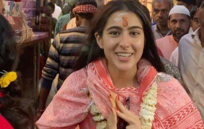 Sara Ali Khan becomes a tour guide in Benaras