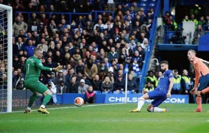 Chelsea crushes Everton