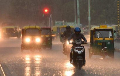 Delhi Rain: Blankets, chai and peace on Twitter's mind amid heavy downpour