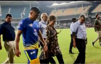 MS Dhoni leaves Chennai as COVID-19 puts IPL on hold