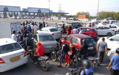 Coronavirus lockdown leads to delays, confusion at Delhi-Noida border