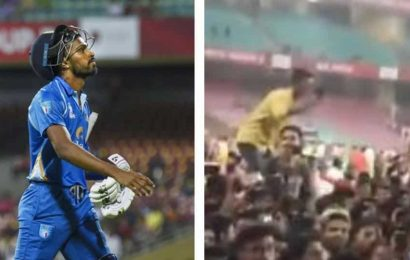 Fans invade pitch, go berserk after Hardik Pandya's blistering show in DY Patil T20 Cup – WATCH